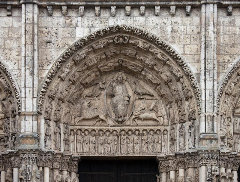 Chartres_-_portail_royal,_tympan_central2