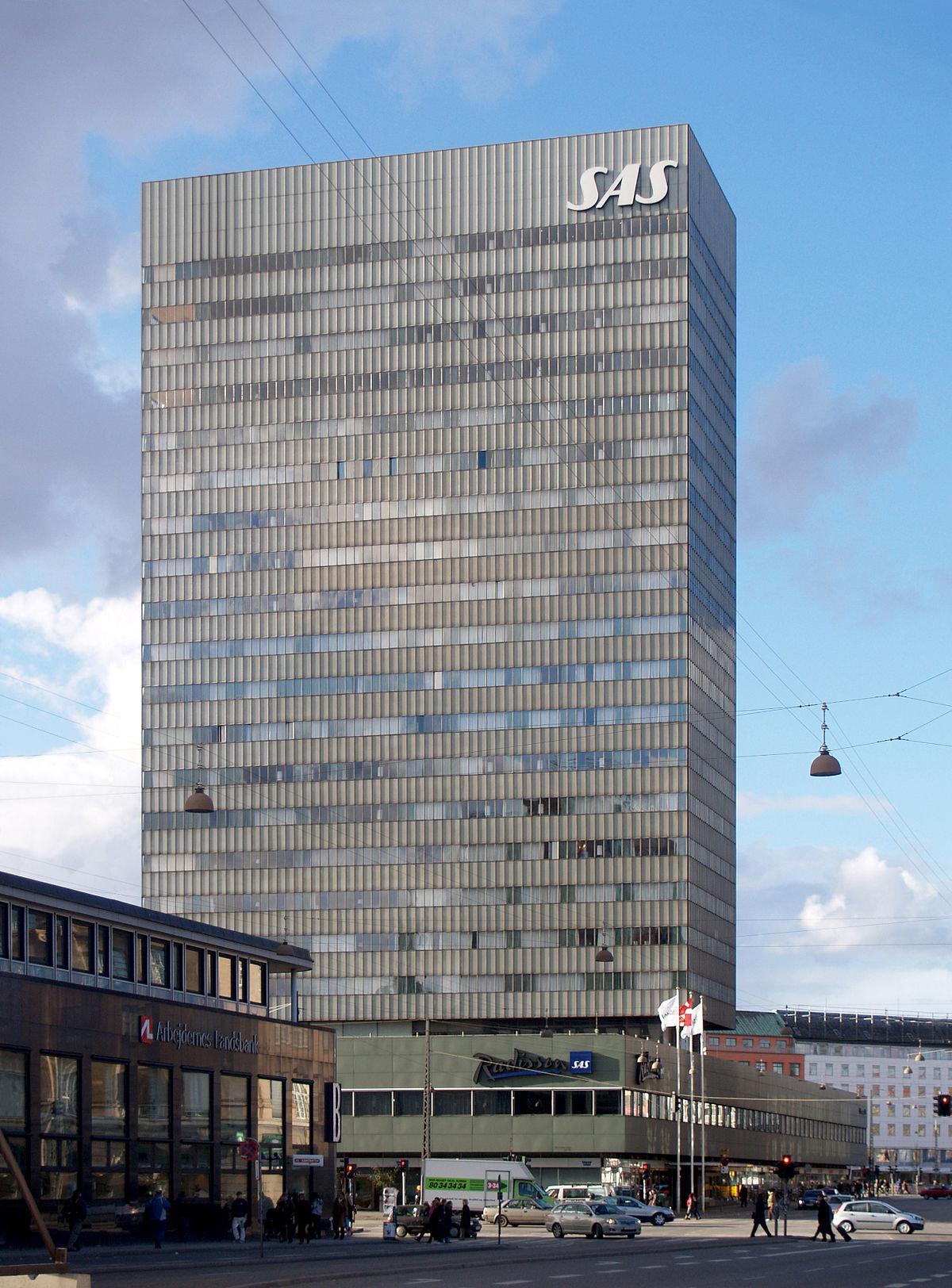 1200px-SAS_Royal_Hotel,_Copenhagen,_1955-1960